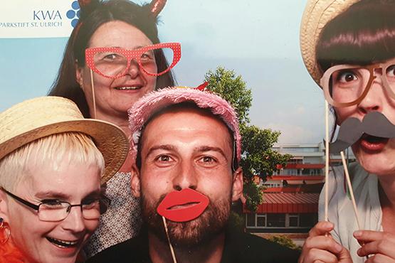 Mitarbeiter des KWA Parkstifts St. Ulrich bei einer Jobmesse - Foto: Selfmade per Fotobox