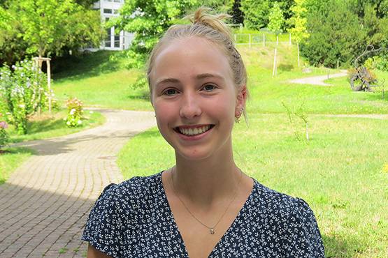 Hannah Hieber wurde beim 2. KWA Schülerliteraturwettbewerb Baden-Baden mit dem Bewohnerpreis geehrt