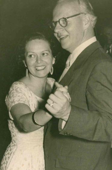 Das Ehepaar Middelmann beim Tanzen