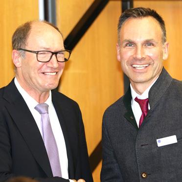 KWA Vorstand Horst Schmieder und Marco Kuhn-Schönbeck, scheidender Stiftsdirektor