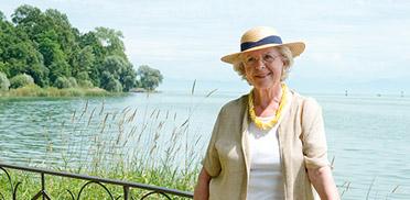 KWA Parkstift Rosenau in Konstanz, Bewohnerin am See