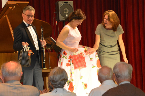 """Beim musikalischen Ausklang des Abends kamen die Gäste in den Genuss des Jazz und Swingprogrammes """"Sing, Sing, Sing"""" von Mariana und Michael Kaljushny."""