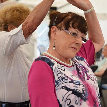Sommerfest im Parkstift Aeskulap zum 50sten Geburtstag von KWA mit der Tanzgruppe des Wohnstifts