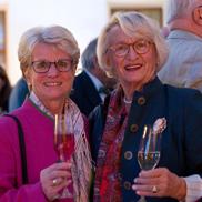 KWA Reisebegleiterin Ingrid Schmid (links) und KWA Reiseleiterin Margret Rosenmüller.