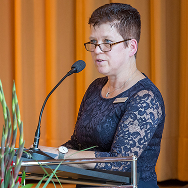 Ein Grußwort im Namen der Mitarbeiter sprach die Stv. Betriebsratsvorsitzende des Hauses, Evelyn Borchardt.