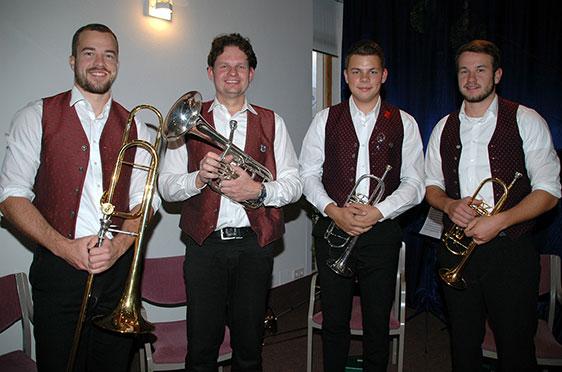 Ein Bläserquartett der Ulrichsbläser Büchlberg musizierte unter der Leitung von Josef Maderer (2. von links) bei der 50-Jahre-KWA-Feier im KWA Stift Rottal in Bad Griesbach