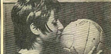 Eva Reichheims Lieblingsbild - ein Küsschen für den geliebten Fußball