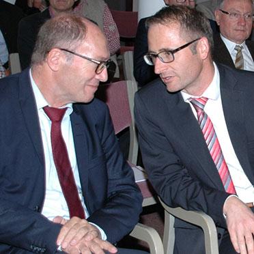 KWA Vorstand Horst Schmieder (links) und Michael Hisch, Verwaltungsleiter im KWA Stift Rottal
