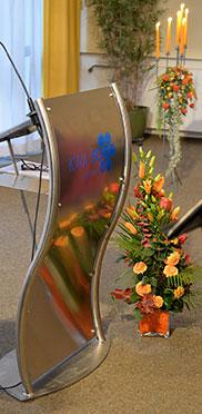 Blumen und Kerzen zur 50-Jahr-Feier im KWA Hanns-Seidel-Haus