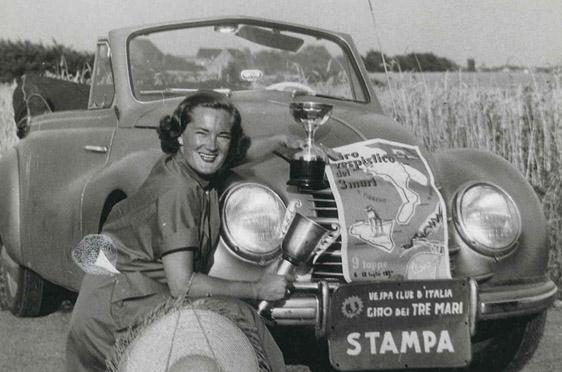 Elga Thouret bei einer Vespa Sizilienfahrt
