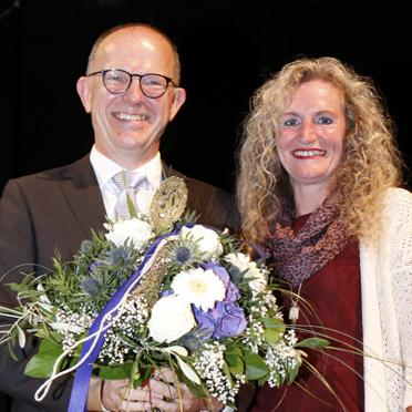 KWA Vorstand Dr. Stefan Arend und Manuela Schachtner, stellvertretende Leiterin des KWA Bildungszentrums in Pfarrkirchen