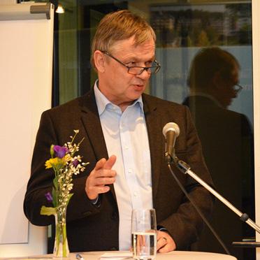 """Prof. Thomas Klie von der Evangelischen Hochschule Freiburg. Gaymann und Klie eröffnete die Ausstellung """"Demensch"""", die sich mit Humor an das ansonsten ernsthafte Thema Demenz heranwagt"""