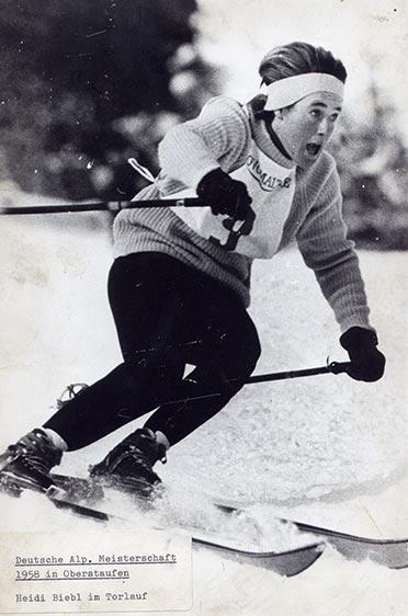 Heidi Biebl bei der Deutschen Meisterschaft 1958 in Oberstaufen - hier beim Slalom.