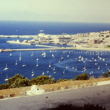 Simon´s Town in der False Bay mit Sicht auf einen Marinestützpunkt