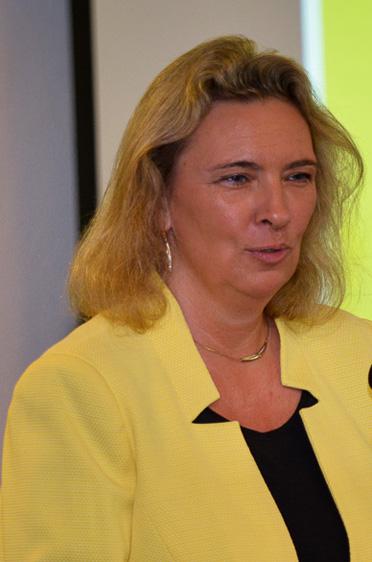 Die Bayerische Staatsministerin für Familie, Arbeit und Soziales, Kerstin Schreyer, ist dem KWA Stift am Parksee eng verbunden ist: Als Studentin jobbte sie hier.