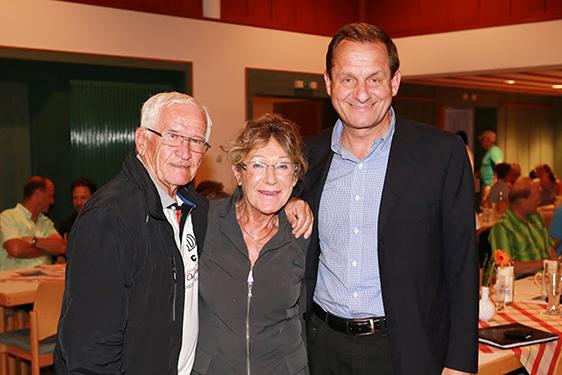Heidi Biebl mit Ehemann Bora (links) und dem Präsidenten des Deutschen Olympischen Sportbundes, Alfons Hörmann.