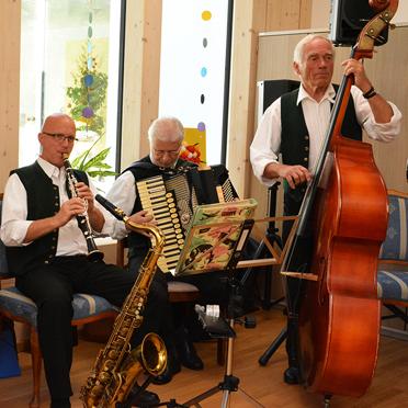 Musik von Joseph Kandlinger und Band, 45 Jahre KWA Stift Rupertihof