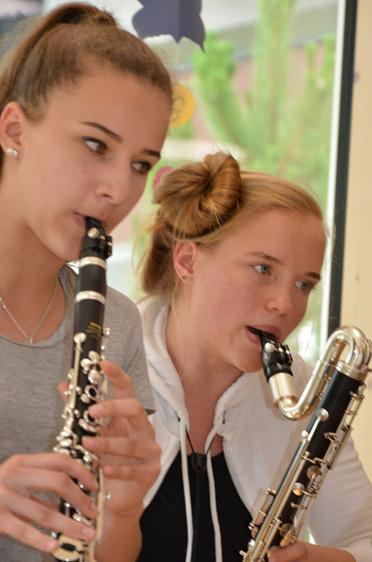 Schülerinnen der Klarinettenklasse der Musikschule Tegernseer Tal bei der Feier im Rupertihof zum 50sten Geburtstag von KWA Kuratorium Wohnen im Alter