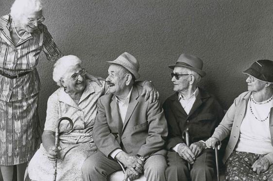 """Eines der ersten Werbefotos: Vom Fotografen Stefan Moses; Das Bild zeigt keine Bewohner, sondern """"Senior-Models"""""""