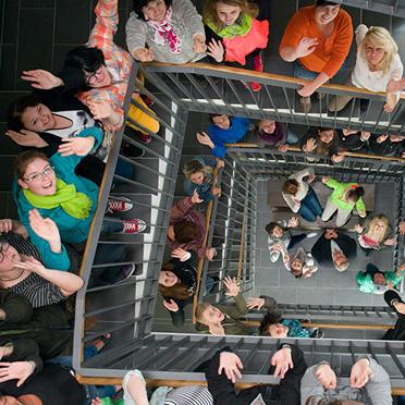 KWA Bildungszentrum Pfarrkirchen, Schüler und Lehrer im Treppenhaus