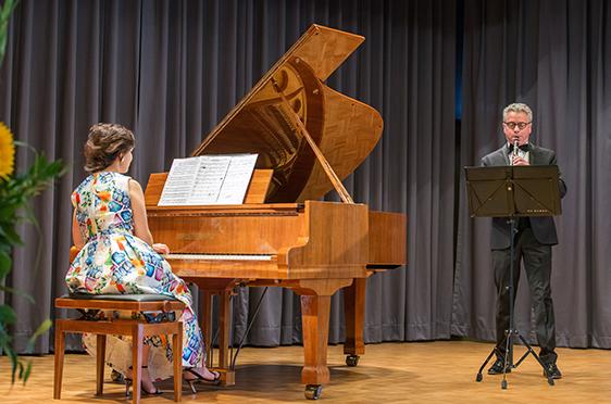 Marina Kaljushny am Klavier und Michael Kaljushny an der Klarinette: ein gern gesehenes und gehörtes Paar im KWA Stift im Hohenzollernpark in Berlin.