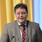 Auch der Ottobrunner Bürgermeister Thomas Loderer spricht Grußworte.