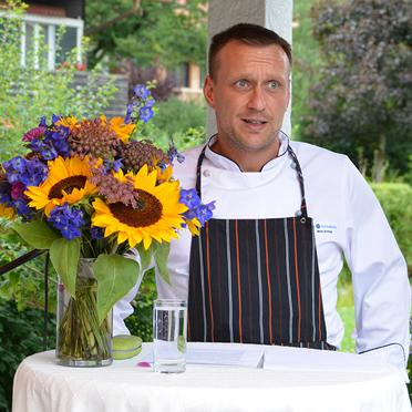 KWA Koch Mario Schimpf hat zum KWA Jubiläum einen KWA Cocktail kreiert und verrät hier, welche Zutaten er enthält