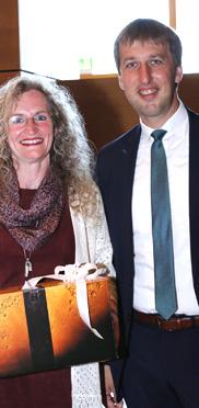 Manuela Schachtner und Wolfgang Beißmann (Bürgermeister). KWA wird 50 Jahre und das KWA Bildungszentrum begrüßt 170 neue Schüler