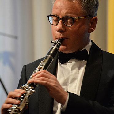 Und dann geht es auch schon auf die Reise um die Welt mit der Klarinette, gespielt von Michael Kaljushny.
