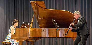 Marina und Michael Kaljushny umrahmten die Feier mit Musik.