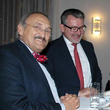 links im Bild: Dr. Christoph Garner, Chefarzt der KWA Klinik Stift Rottal