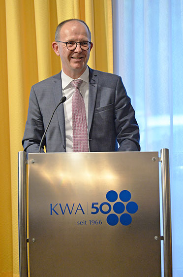 KWA Vorstand Dr. Stefan Arend bei seiner Festrede.
