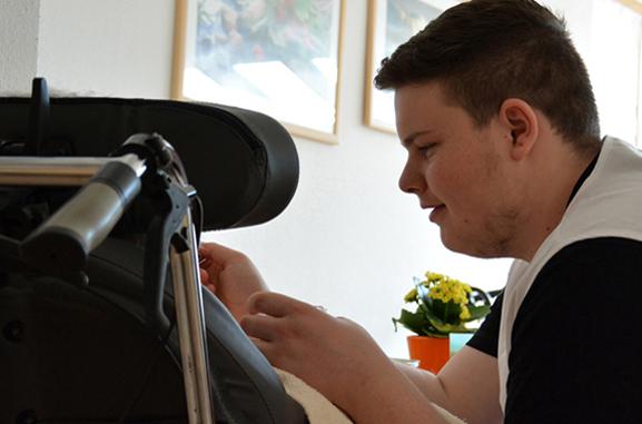 Philipp Eisele beim Bundesfreiwilligendienst im KWA Kurstift Bad Dürrheim
