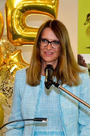 Stiftsdirektorin Alexandra Kurka-Wöbking begrüßte die zahlreichen Gäste im Festsaal des KWA Stifts am Parksee.