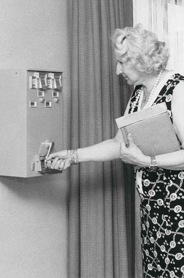 Damals durfte ein Briefkasten direkt im Wohnstift platziert werden und der Postbote kam zur Leerung ins Haus