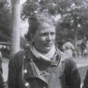 """Ilse Thouret """"im Lederzeug - inmitten raubeiniger Motorradfahrer""""(Aufnahme von 1936)"""