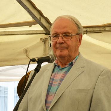 Fred Rauch, Vorsitzender des Stiftsbeirats im KWA Parkstift Aeskulap, gratulierte KWA im Namen der Bewohner zum Jubiläum