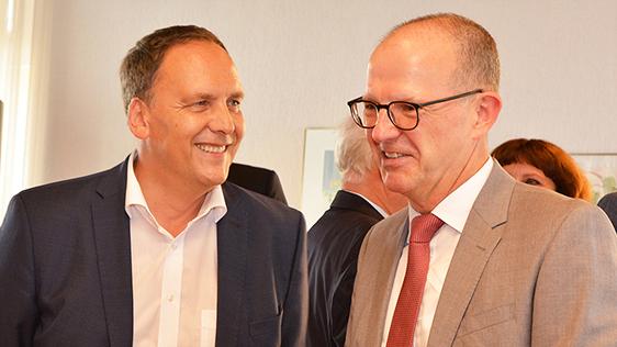 Bad Nauheims Bürgermeister Klaus Kreß (links) und KWA Vorstand Dr. Stefan Arend