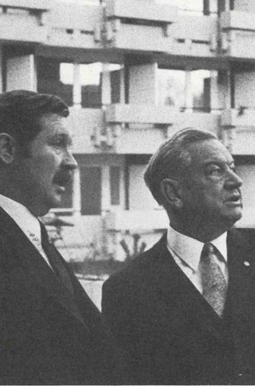 Eröffnung des zweiten Wohnstifts: in Ottobrunn im jahr 1970 - Hanns-Seidel-Haus; Hermann Beckmann mit Ehrengast Alfons Goppel (Bayer. Ministerpräsident 1962 - 1978)