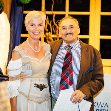 KWA Stiftsdirektorin Gisela Hüttis mit Dr. Garner