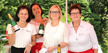 Das freundliche Serviceteam des KWA Parkstifts Hahnhof
