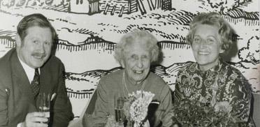 Hermann Beckmann bei der Geburtstagsfeier einer Bewohnerin