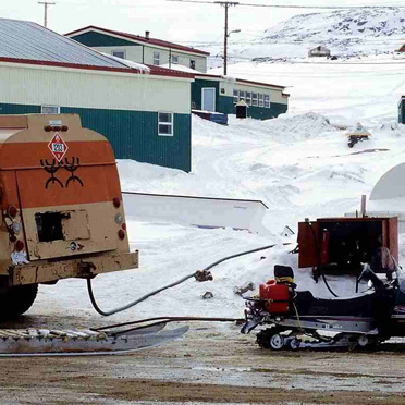 Tankstelle, Cape Dorset, Inuit-Siedlung im kanadischen Territorium Nunavut