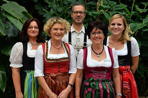 Auch das Leitungsteam des KWA Hanns-Seidel-Hauses ist bereit. Von links: Manuela Rödel (Pflegedienstleiterin), Ursula Cieslar (Stiftsdirektorin), Florian Braun (Küchenchef), Ursula Wangerin (Kundenbetreuerin), Julia Feichtner (Hauswirtschaftsleiterin).