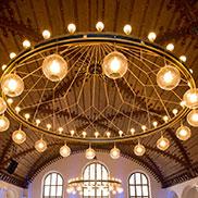 Schon bald werden sich die Stuhlreihen im Festsaal des Alten Rathauses füllen: mit rund 250 geladenen Gästen.