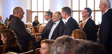 Festgäste bei der 50-Jahre-KWA-Jubiläumsfeier im Festsaal des Alten Rathauses in München