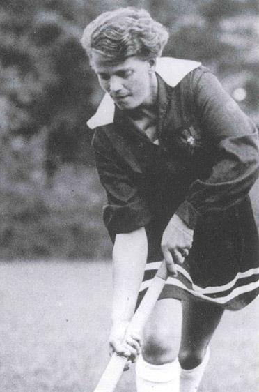 Ilse Thouret als Hockeyspielerin: zunächst Torkanone, später Reichstrainerin