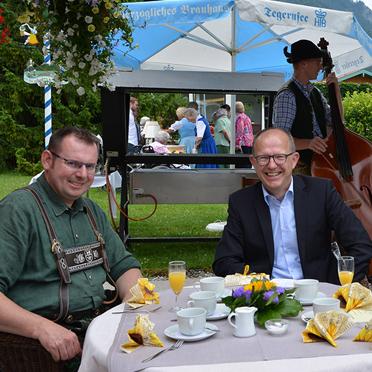 Christian Köck (Bgm. von Rottach-Egern), Dr. Stefan Arend (KWA Vorstand) und Hermann Beckmann (KWA Mitbegründer) bei der Feier im Rupertihof zum 50sten Geburtstag von KWA