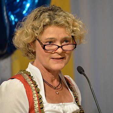 Stiftsdirektorin Ursula Cieslar eröffnet den Reigen der Ansprachen.