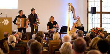 Das Ensemble Quadro Nuevo bei der Feier zum goldenen KWA Jubiläum im Festsaal des Alten Rathauses in München.